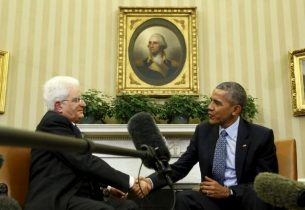 U.S. President Barack Obama meets with Italian President Sergio Mattarella in the Oval Office of the White House in Washington February 8, 2016.  REUTERS/Kevin Lamarque