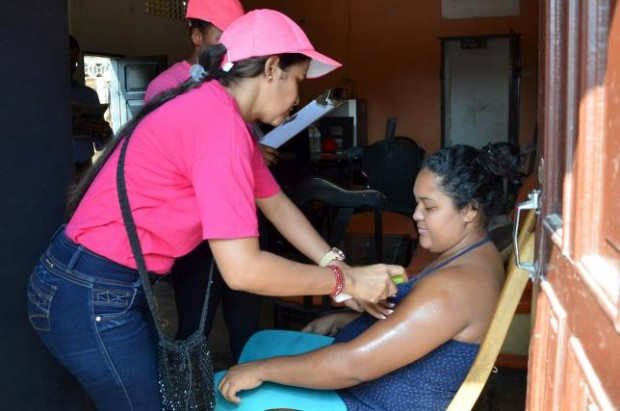 A health worker sprays mosquito repellent on a pregnant woman's arm, during a campaign to fight the spread of Zika virus in Soledad municipality near Barranquilla, Colombia, in this February 1, 2016 handout photo supplied by the Soledad Municipality. REUTERS/ALEYDIS COLL/SOLEDAD MUNICIPALITY/HANDOUT VIA REUTERS