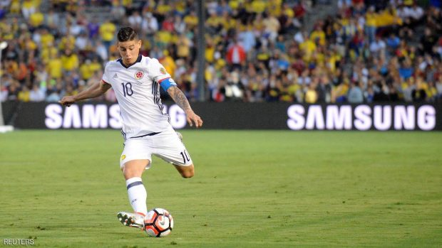 June 7, 2016; Pasadena, CA, USA;  Colombia midfielder James Rodriguez (10) passes the ball against Paraguay during the first half in the group play stage of the 2016 Copa America Centenario. at Rose Bowl Stadium. Mandatory Credit: Gary A. Vasquez-USA TODAY Sports