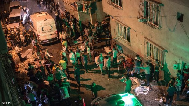 Ambulances arrive at the site of an explosion on August 20, 2016 in Gaziantep following a late night militant attack on a wedding party in southeastern Turkey.  The governor of Gaziantep said 22 people are dead and 94 injured in the late night militant attack.  / AFP / AHMED DEEB        (Photo credit should read AHMED DEEB/AFP/Getty Images)