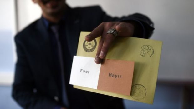 Turkey referendum: Opposition slams poll board over last minute changes, demands recount