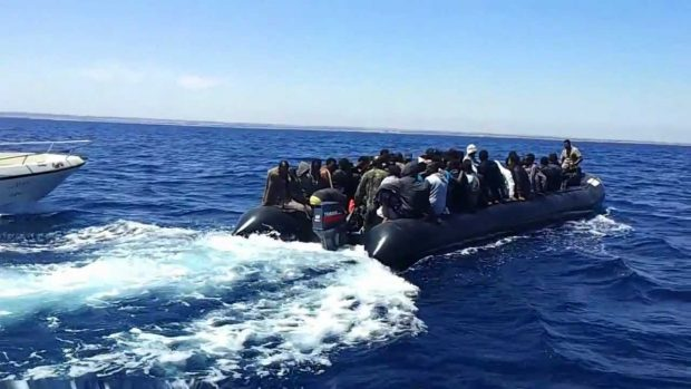 Italian cabinet approves Libyan migrant mission