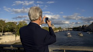 U.S. Secretary of State John Kerry takes a photograph of the River Seine on his way to meet with French Foreign Minister Laurent Fabius in Paris. (File photo: Reuters)