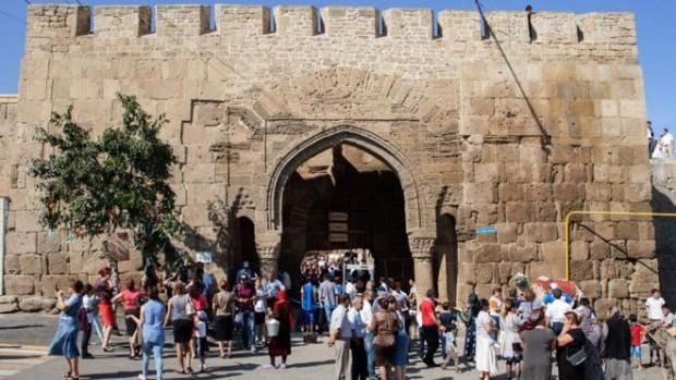 Visitors at the Naryn-Kala fortress in Derbent (AFP)
