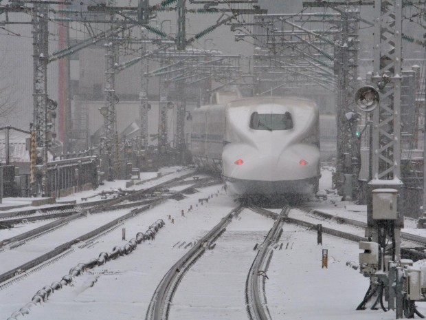A bullet train leaves JR Tokyo Station in the snow on February 8, 2014 Getty