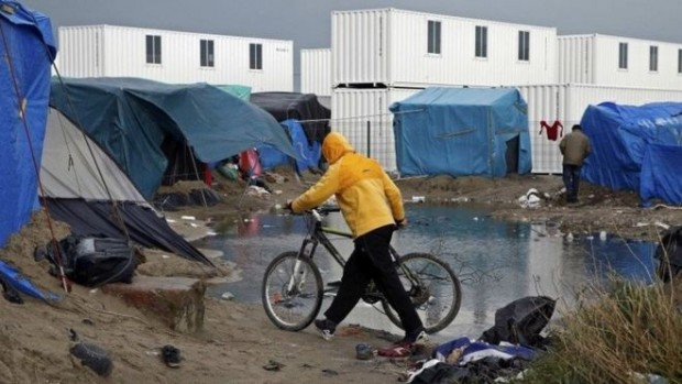 As many as 1,000 migrants could be affected by the eviction order, French officials say - Reuters