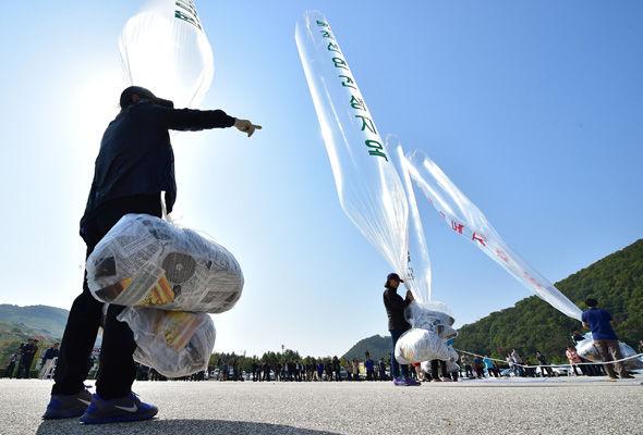 South Korea releases balloons with propaganda leaflets towards North Korea