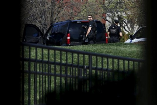 U.S. Secret Service Counter-assault Team members, seen from the windows of the press briefing room, stand on alert at the White House after reporters of a shooting at the U.S. Capitol in Washington March 28, 2016. REUTERS/Jonathan Ernst