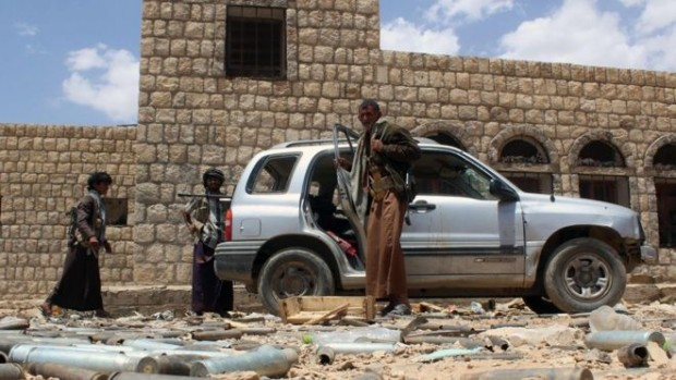 Clashes between government forces and Houthi rebels continued on Sunday