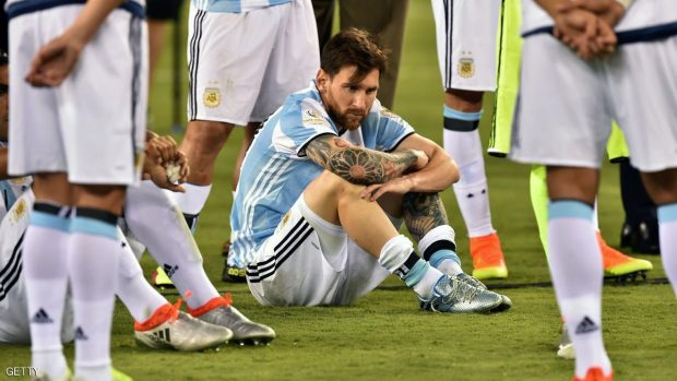 Argentina's Lionel Messi waits to receive the second place medal during the Copa America Centenario awards ceremony in East Rutherford, New Jersey, United States, on June 26, 2016.  / AFP / Nicholas Kamm        (Photo credit should read NICHOLAS KAMM/AFP/Getty Images)