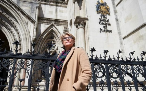 95928362_British_lawyer_Jacquelyn_MacLennan_who_is_a_Belgian_resident_poses_outside_the_High_Court_i-large_trans++D3d2dmOlWYuQkR76XZjLQGH28ZiNHzwg9svuZLxrn1U