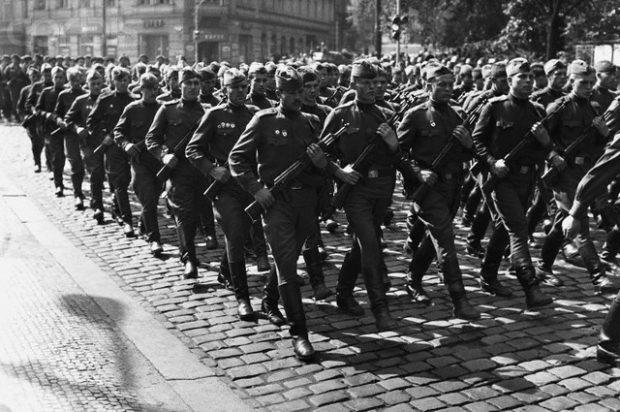 10 Sep 1968, Prague, Czechoslovakia --- Soviet Troops March Through Prague --- Image by © Hulton-Deutsch Collection/CORBIS