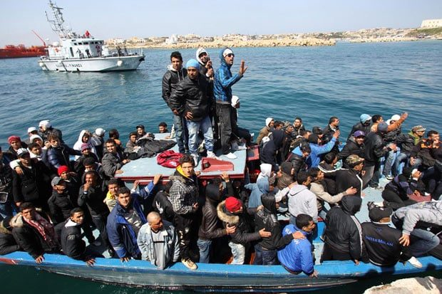 crowded-boat_1859634i