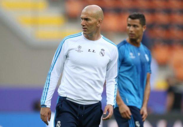 Real Madrid coach Zinedine Zidane and Cristiano Ronaldo during training Reuters / Stefano Rellandini