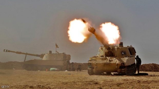 An Iraqi forces M109 self-propelled howitzer fires towards the village of Tall al-Tibah, some 30 kilometres south of Mosul, on October 19, 2016, during an operation against Islamic State (IS) group jihadists to retake the main hub city. Iraqi forces prepared to retake several key areas around Mosul, including the country's largest Christian town, to tighten the noose on the Islamic State group's stronghold. / AFP / AHMAD AL-RUBAYE