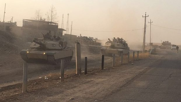 Tanks from the 9th Iraqi armored division advance on Mosul
