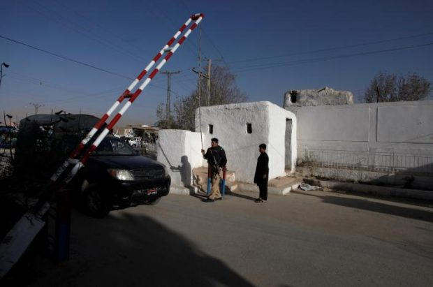 Barriers are raised to allow a police truck into the Police Training Center after an attack on the center in Quetta, Pakistan October 25, 2016. REUTERS/Naseer Ahmed