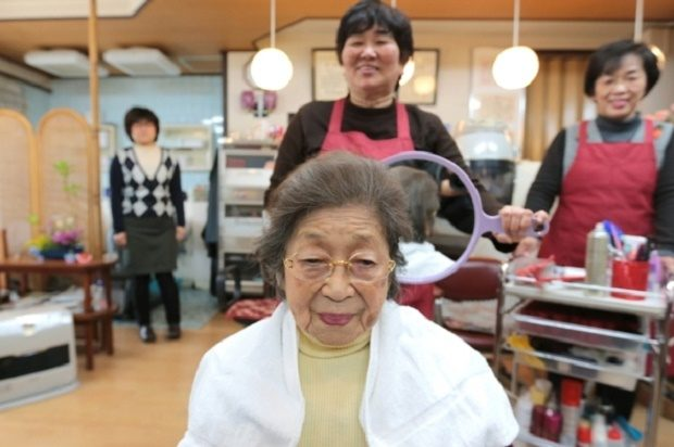 Masa Narita, who turned 100 years old on February 7, 2014, gets her hair set by a hairdresser at a beauty salon near her house on February 12, 2014 in Osaka, Japan. Credit: YURIKO NAKAO Getty Images