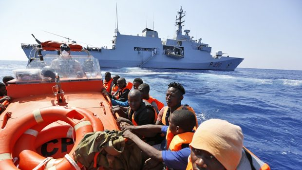italy_migrants_gb121_52325721