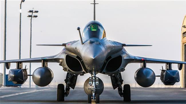 This picture taken on February 1, 2016 by the French Defense Audiovisual Communication and Production Unit (ECPAD) shows a Rafale fighter jet taxiing on an undisclosed base purportedly used for raids against Daesh. (Photo by AFP)