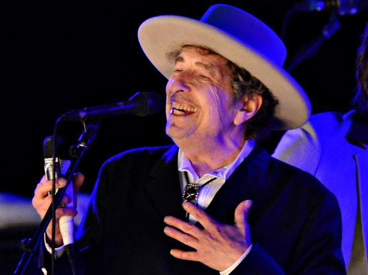U.S. musician Bob Dylan performs during on day 2 of The Hop Festival in Paddock Wood, Kent on June 30th 2012. REUTERS/Ki Price/Files