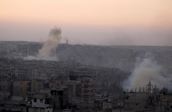 Smoke rises from Bustan al-Basha neighborhood of Aleppo, Syria, October 5, 2016. REUTERS/Abdalrhman Ismail
