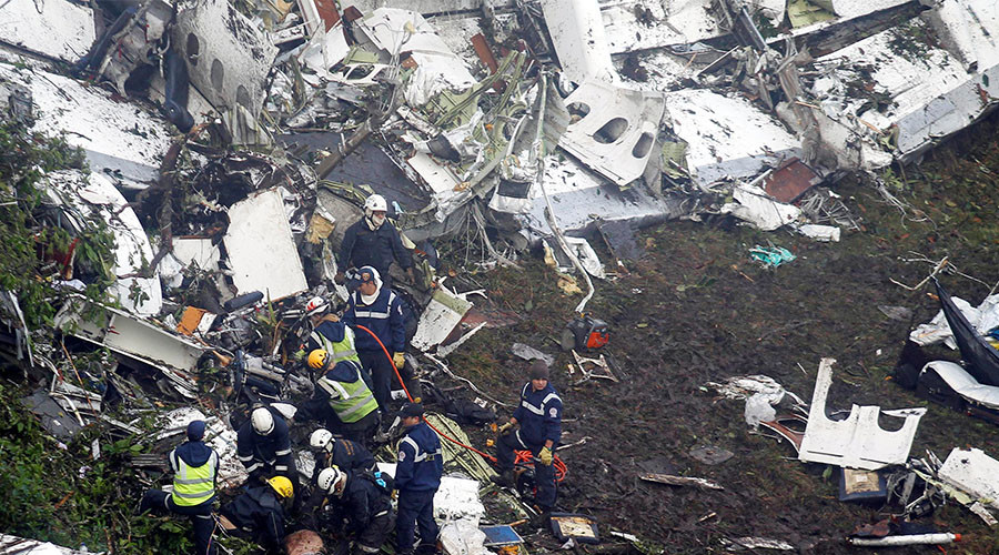 Rescue crew work in the wreckage from a plane that crashed into Colombian jungle with Brazilian soccer team Chapecoense, seen near Medellin, Colombia, November 29, 2016. © Fredy Builes / Reuters