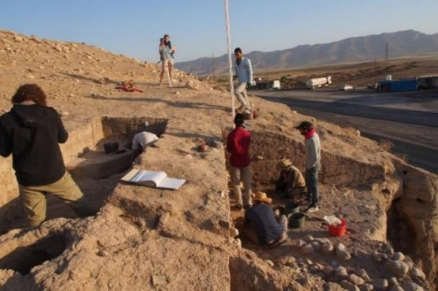 The eastern slope of the upper part of Bassetki, where fragments of Assyrian cuneiform tablets were discovered. Peter Pfälzner