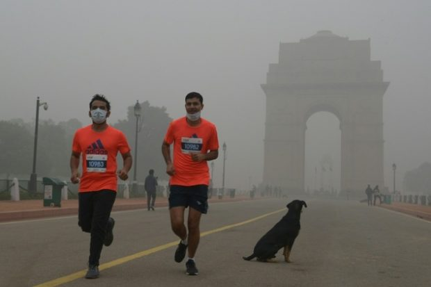 Runners take part in the New Delhi 10K Challenge amid heavy smog on November 6, 2016 ©Dominique Faget (AFP)