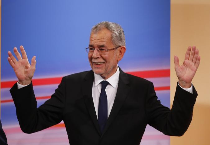 Austrian presidential candidate Alexander Van der Bellen, who is supported by the Greens, and reacts during a TV show in Vienna, Austria, December 4, 2016.    REUTERS/Leonhard Foeger